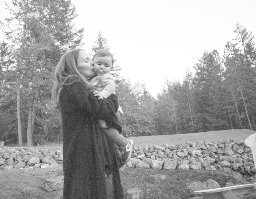 mommy-holding-baby-outdoor-black-and-white